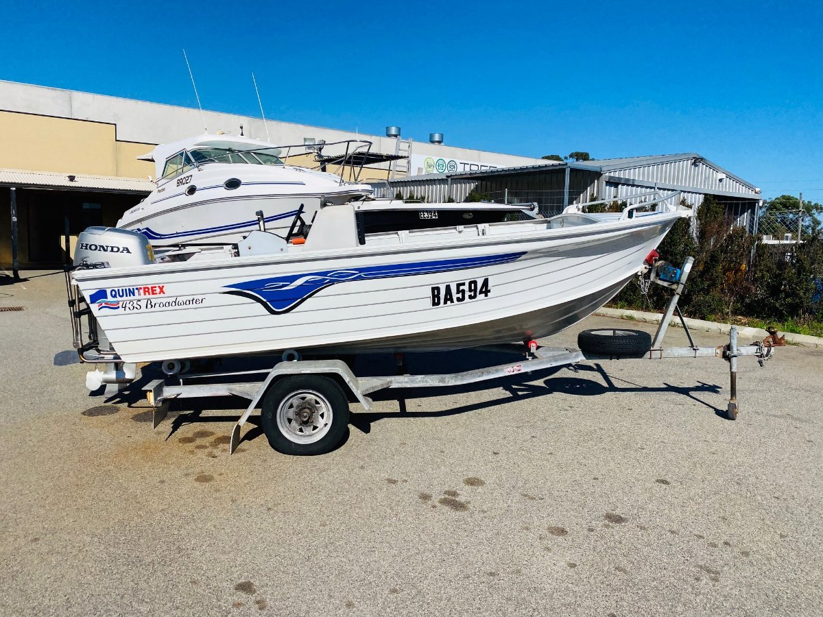 QUINTREX 435 BROADWATER IN EXCELLENT CONDITION